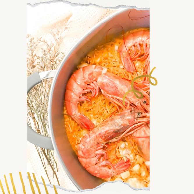 La mejor receta tradicional de FIDEUA DE MARISCO Y PESCADO. Cómo hacer una fideuá tradicional de gambones y rape , receta gallega fácil y sencilla paso a paso.