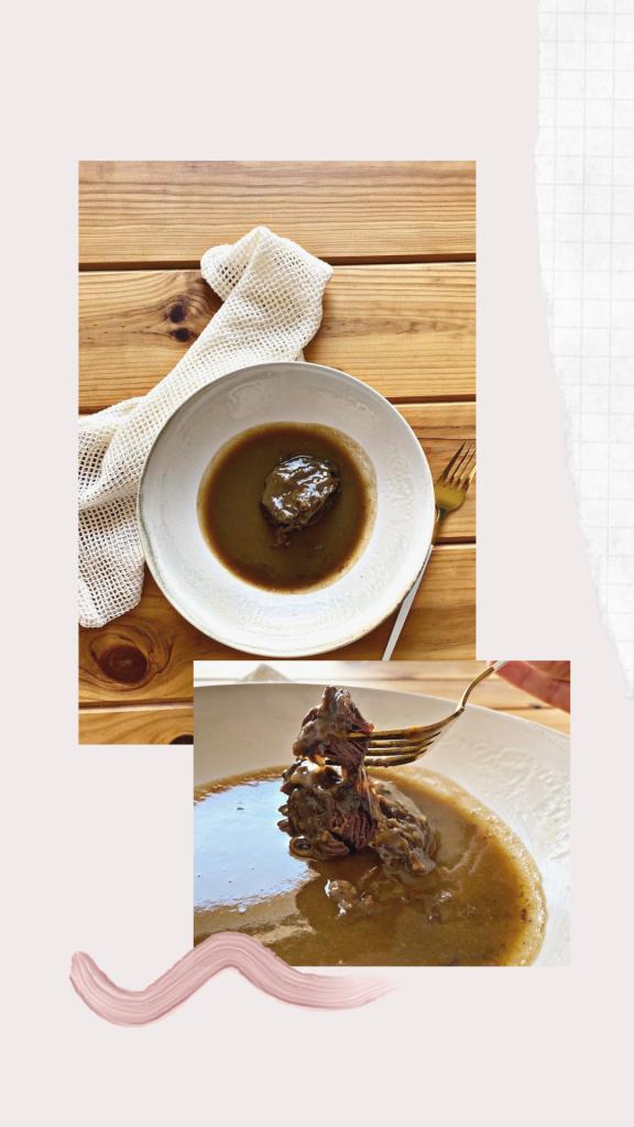 Carrilleras de cerdo al vino tinto, receta paso a paso Hola fooders! Hoy os dejamos una receta perfecta para impresionar a vuestros invitados. Y es que la textura de la carne con esta receta se deshace en la boca. Esta receta es una de nuestra preferidas! Esperamos que so guste tanto como a nosotros.
